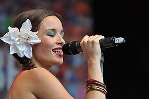 Monsieur Periné - Vocalist Catalina Garcia