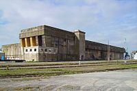 Base sous-marine La Rochelle.jpg