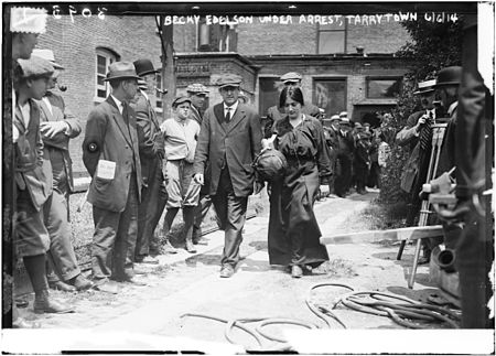 Becky Edelson under arrest, Tarrytown (LOC ggbain.16241).jpg