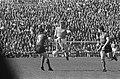 Belgie tegen Nederland 1-0, Piet Keizer speelt de bal, Bestanddeelnr 920-2371.jpg