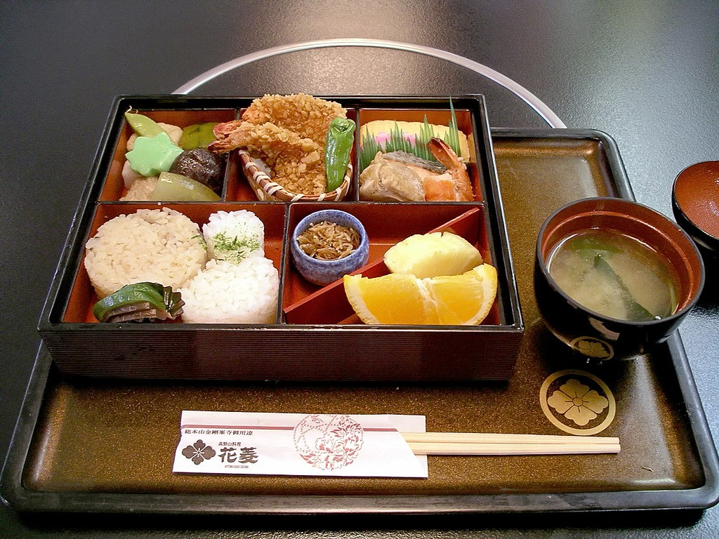 File:Bento at Hanabishi, Koyasan.jpg - Wikimedia Commons