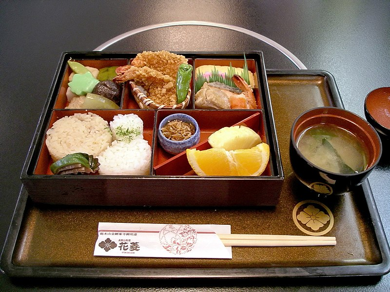 File:Bento at Hanabishi, Koyasan.jpg