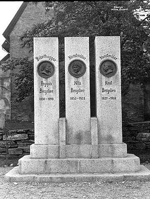 Nils Bergslien - Monument in Voss to Nils Bergslien, and his uncles Brynjulf and Knud.