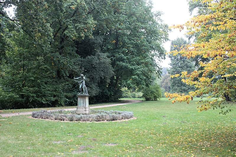 Berlin-Charlottenburg, garden of the palace, bronze statue