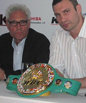 """Longest reigning heavyweight boxing champions - Vitali Klitschko (right) retired as champion in 2005. Following his retirement, the WBC conferred """"champion emeritus"""" status on Klitschko, and assured him he would become the mandatory challenger if and when he decided to return"""
