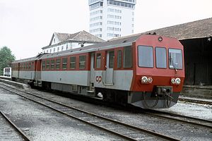 Narrow-gauge railways in Portugal - A Série 9600 narrow-gauge diesel multiple-unit train at Guimarães station in 1996. The line was electrified and rebuilt as a 1668 mm gauge railway between 2002 and 2004.