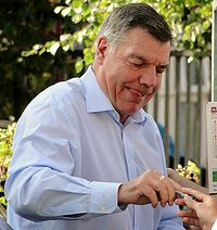 Big Sam Allardyce signs autographs for fans October 2014.jpg