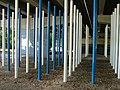 Blaue und weiße Stangen - panoramio.jpg