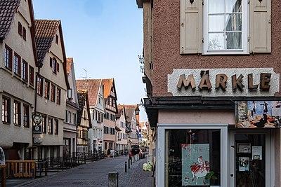 Blick in die Ammergasse in Tübingen mit Märkle-Schild 2019.jpg