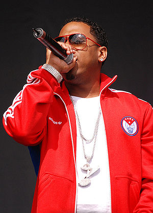 Bobby V - Bobby V performing at a concert in 2007