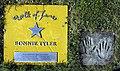 Bonnie Tyler auf dem Walk of fame im Kurpark von Bad Krozingen.jpg