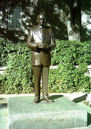 Jean Drapeau - Drapeau statue at Place Jacques-Cartier