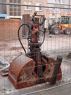 posatubi  pipelayer-posatubi 250px-Bucket_0028