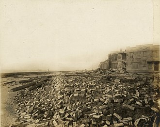 Galveston Seawall - Image: Building damage on the east end of Seawall Boulevard