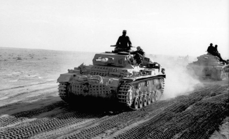 Bundesarchiv Bild 101I-783-0109-11, Nordafrika, Panzer III in Fahrt