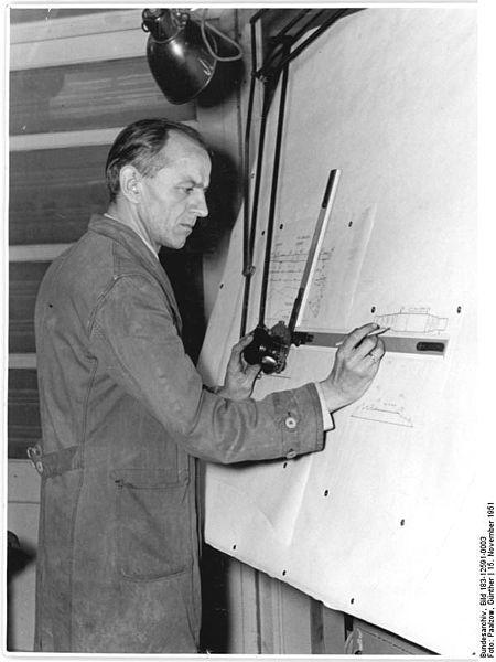 File:Bundesarchiv Bild 183-12591-0003, Ingenieur am Reissbrett zeichnend.jpg