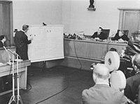 Bundesarchiv Bild 183-E0311-0010-003, Oberstes Gericht, Fischer-Prozess, Aussage, Fischer.jpg