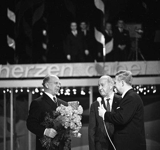 Bundesarchiv Bild 183-E0417-004-003, Berlin, Ulbricht und Max Fechner