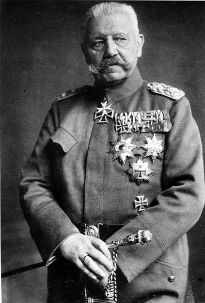 http://upload.wikimedia.org/wikipedia/commons/thumb/e/ea/Bundesarchiv_Bild_183-S51620%2C_Generalfeldmarschall_Paul_v._Hindenburg.jpg/423px-Bundesarchiv_Bild_183-S51620%2C_Generalfeldmarschall_Paul_v._Hindenburg.jpg
