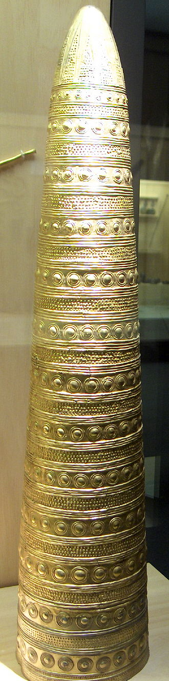 Bronze Age Europe - Image: Cône d'Avanton, musée des Antiquités Nationales