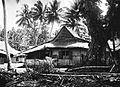 COLLECTIE TROPENMUSEUM Een huis in een kampong op Ternate TMnr 60018589.jpg