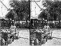 COLLECTIE TROPENMUSEUM Fruitverkoopster op de markt (pasar) te Tejakula Bali TMnr 10002423.jpg