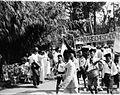 COLLECTIE TROPENMUSEUM Kinderen van de Arabische school in de optocht door de straten van Palembang tijdens de viering van het regeringsjubileum van Koningin Wilhelmina TMnr 60051097.jpg