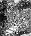 COLLECTIE TROPENMUSEUM Niassers transporteeren den erensteen voor het gestorven kamponghoofd bestemd TMnr 10003243.jpg