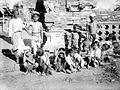 COLLECTIE TROPENMUSEUM Portret van een groep Balinese kinderen TMnr 10022021.jpg