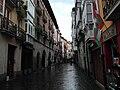 Calle Cuchilleria, Casa del Cordon e Ikurriña.jpg