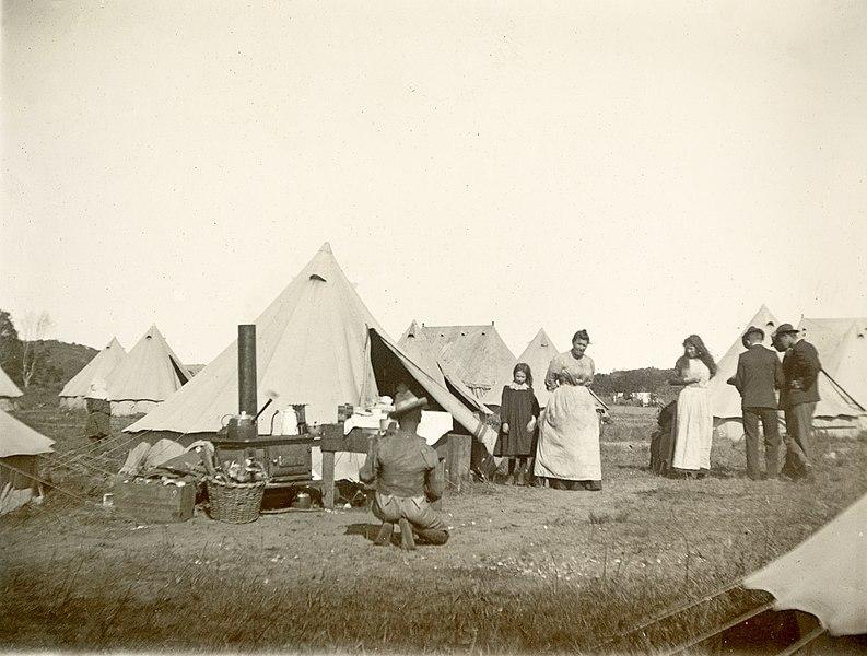 File:Camp scene, c.1901. (22800863680).jpg