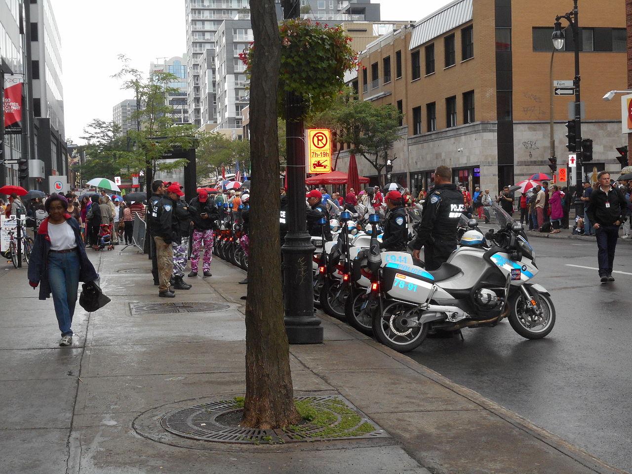 File:Canada Day 2015 on Saint Catherine Street - 035.jpg - Wikimedia