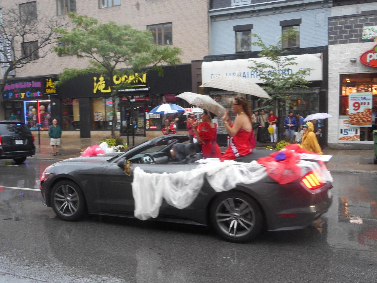 File:Canada Day 2015 on Saint Catherine Street - 296.jpg - Wikimedia