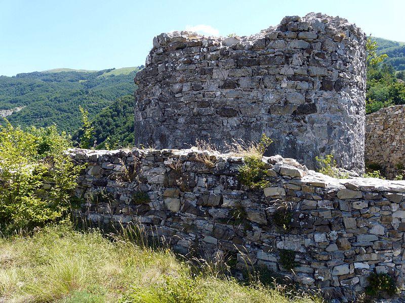 File:Carrega Ligure-castello7.jpg