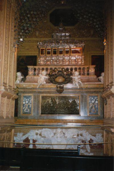 Ficheiro:Casket of Saint Francis Xavier.jpg