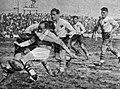 Challenge Yves du Manoir 1938, finale au Stade Mayol de Toulon, un trois-quart perpignanais plaqué par un Montferrandais.jpg