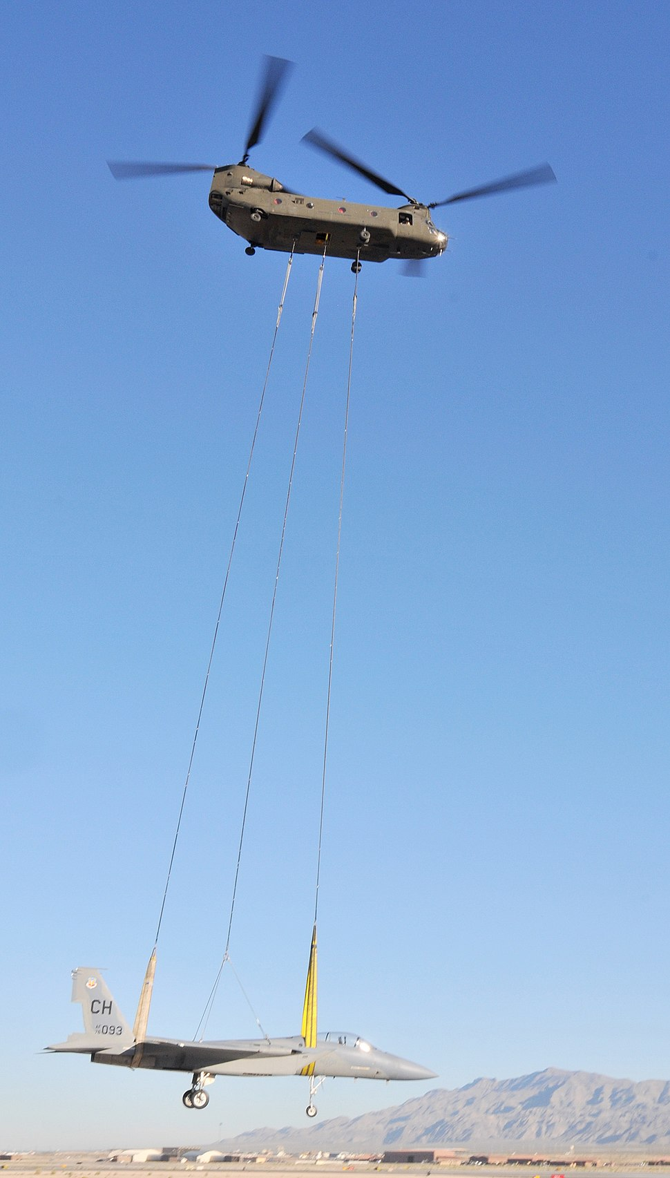 Chinook airlifting an F-15 (2)