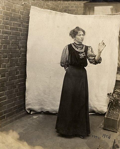 File:Christabel Pankhurst, c.1908-c.1909. (22525218888).jpg