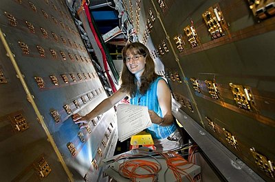 white woman with brown hair and glasses working with relativistic heavy ion collider at Los Alamos National Laboratory