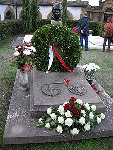 La tomba di Annigoni al cimitero delle Porte Sante a Firenze