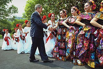 Public holidays in the United States - Cinco de Mayo dancers greeted by U.S. President George W. Bush