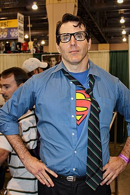 Clark Kent cosplayer