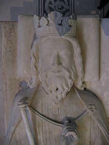 Gisant de Clovis Ier à Saint-Denis. La couronne représentée est celle des rois du xiiie siècle