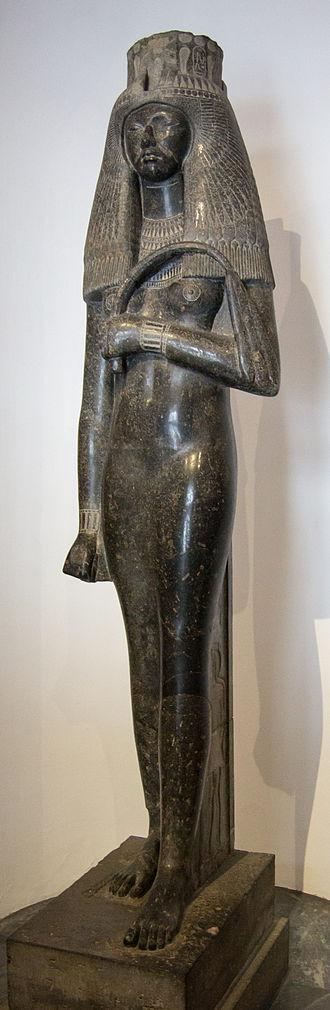 Tuya (queen) - Statue of Tuya from the Vatican.