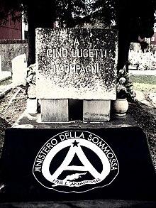 Tumba deGino Lucetti,Carrara.