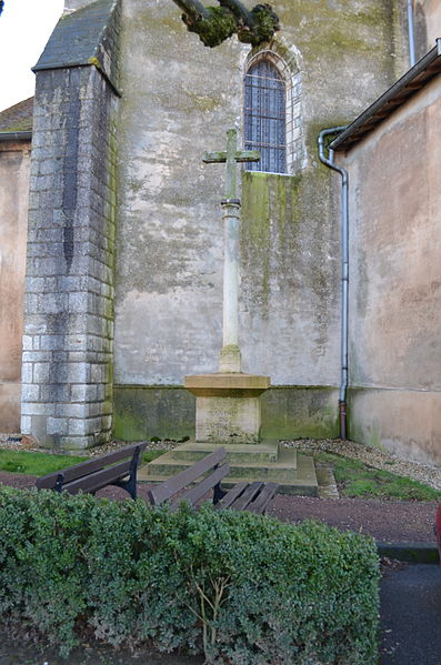 Croix de l'église à Saint-Trivier-sur-Moignans.