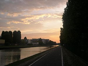 Canal de l'Ourcq - Sunset along the canal at Bondy