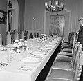 De tafel voor het galadiner in het Gouvernementspaleis in Willemstad. Aan de wan, Bestanddeelnr 252-3615.jpg