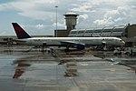 Delta N596NW Boeing 757-300 (39965492704).jpg
