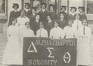 22 Founders of Delta Sigma Theta taken in 1913